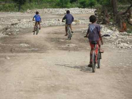 rural-kids-on-bikes